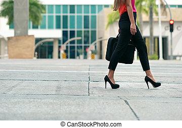 corporación mercantil de mujer, oficina, caminata, yendo, el...