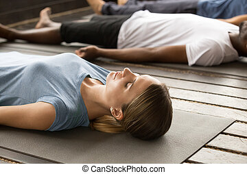 corporal, grupo, sporty, pessoas, morto, exercício