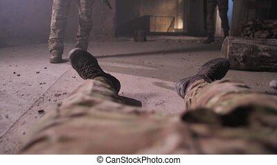 corps, inférieur, mort, être, dragged, soldat