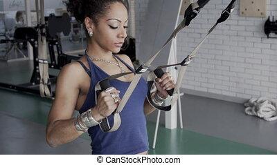 corps, loop., elle, athlète, haut, trx, américain, africain femelle, récupérations directes