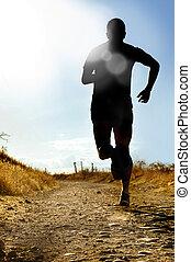 corps plein, silhouette, de, extrême, pays colère, équipez course, sur, rural, piste, jogging, à, coucher soleil