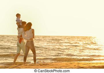 corra, familia , joven, salto, ocaso, tenga diversión, playa, feliz