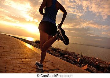 corredor, atleta, executando, em, seaside.