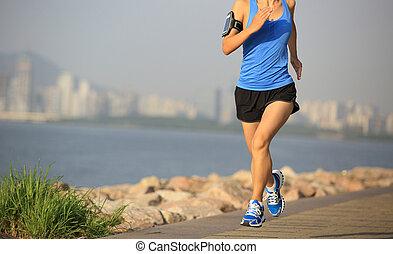 corredor, atleta, playa, corriente