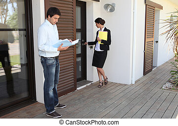corredor de bienes raíces, casa, hembra, hombre