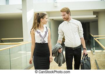 corredor, par, jovem, negócio