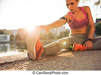 corredor, pernas, atleta, esticar