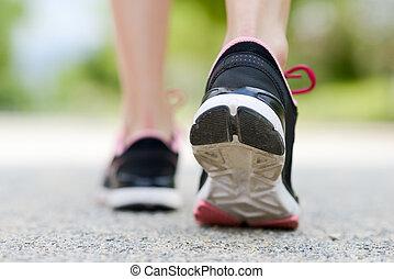 corredor, pies, corriente, primer plano, zapato, camino