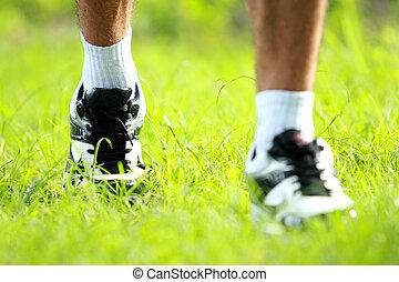corredor, Pies, Funcionamiento, Primer plano, zapato, pasto o césped