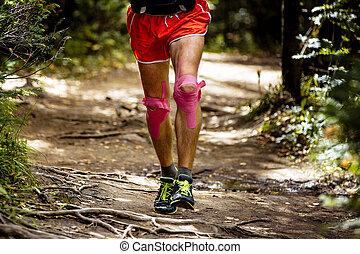 corredor, seu, joelhos, atleta, pés, fita, kinesio