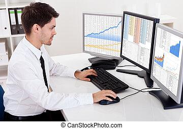 corretor bolsa acionário, negociar, em, um, mercado touro