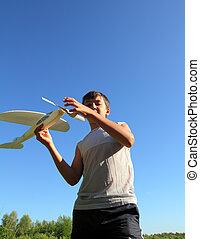 corrida menino, avião modelo