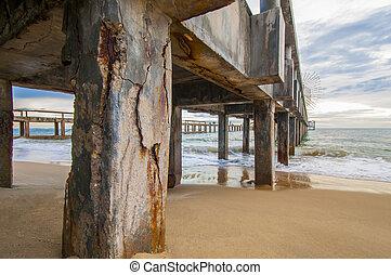 Corrosion concrete, Concrete pier corrosion against the sea