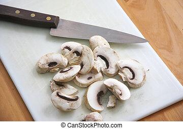 cortado, cogumelos