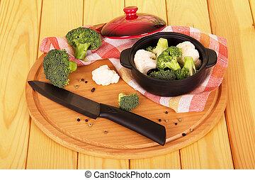 cortado, coliflor, tazón de madera, cuchillo de mesa