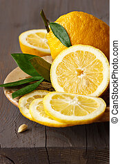 cortado, lemon.
