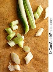 cortado, primavera, cebolas, preparação, tabela