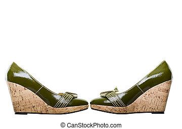 cortando, sapatos, couro, verde, par, caminho
