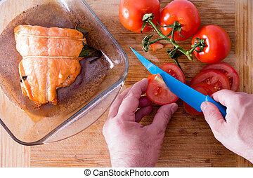cortar, salmón, chef, acompañar, tomates