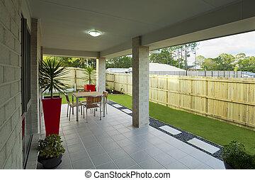 cortile posteriore, moderno