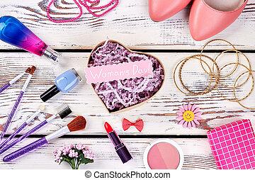 cosmetics., chaussures, bijouterie
