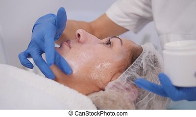 cosmetology, procedures., schillen, treatment., het smeren,...