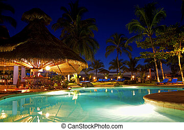 Costa Rica resort - Evening picture of the swimming pool ...