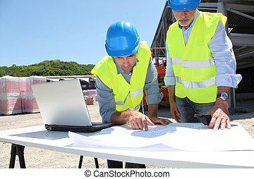 costruzione, luogo industriale, persone lavorare
