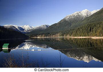 costruzione, montagne, columbia, riflessione, serbatoio, nevoso, capilano, neve, lago, lungo, due, leoni, vancouver, britannico, diga, verde, nord-ovest pacifico
