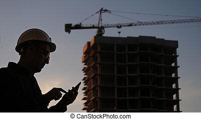 costruzione, telefono, ingegnere, someth, suo, usando, texting, luogo