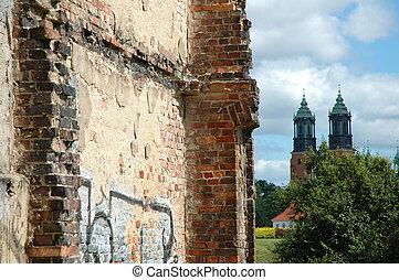 costruzione, vecchio, parete, rovinato, torreggiare, chiesa, mattone