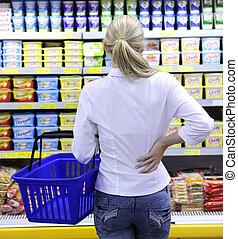 costumer, inköp, in, den, supermarket, välja, a, produkt