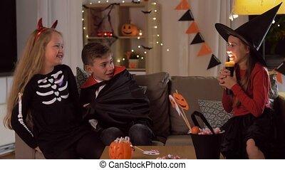 costumes, gosses, jouer, maison, halloween