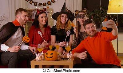 costumes, prendre, selfie, heureux, halloween, amis