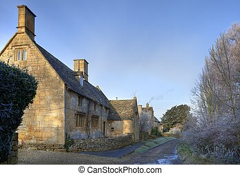 Cotswold country house in winter - Pretty stone house in the...