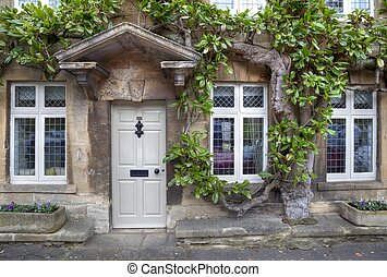 Cotswold Georgian house - Cotswold house facade with mature ...
