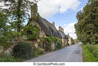 Cotswold thatched cottages, England - Cotswold thatched...