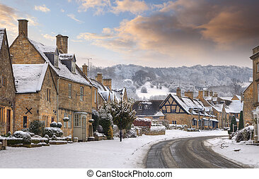 Cotswold village of Broadway in snow, Worcestershire,...