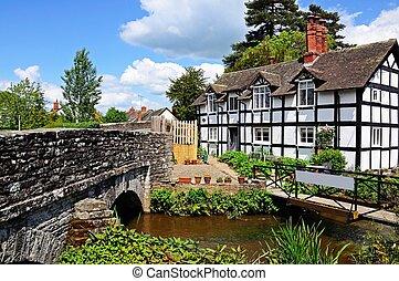 Cottage alongside a stream, Eardisland, Herefordshire, England, UK, Western Europe.