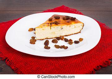 Cottage cheese pie with raisins