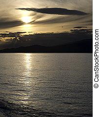 coucher soleil, au-dessus, mer