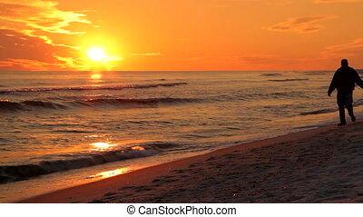 coucher soleil couples, marche