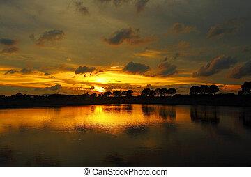 coucher soleil, dans, hong kong, à, étang