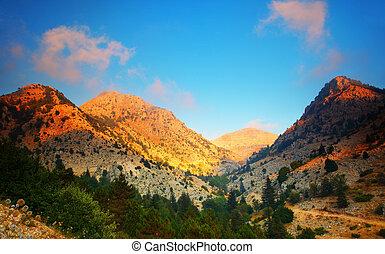 coucher soleil, dans montagnes