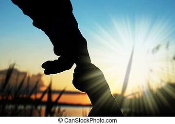 coucher soleil, enfant, silhouette, parent, mains