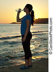 coucher soleil, femme, eau potable