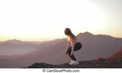 coucher soleil, girl, après, apprécier, vue, apprécie, falaise, beau, regarder, femme, sommet, célébrer, accomplissement, bord, voyage, montagne, aventure, saut, jeune, escalade, stands, indépendant
