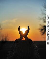 coucher soleil, mains
