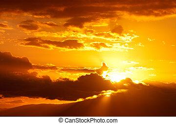 coucher soleil or, nuages
