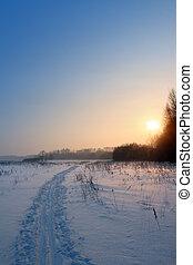 coucher soleil, paysage, à, piste ski